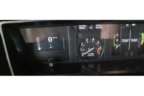 Volvo 240 1975-1980 Hastighetsmätare med tankmätare